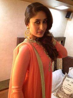 Get This Look: Kareena Kapoor Khan in Ridhi Mehra - MissMalini