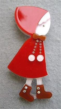 cute lucite / plastic brooch!