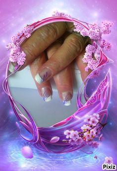 simple french blanche avec deco violet foncé et violet clair et une note de paillette