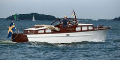 Classic Yachts, Chris Craft, Cool Boats, Evening Sandals, Boat Design, Wooden Boats, Model Ships, Rivers, Nautical