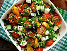 "Greek salad minutes"" - Culinary recipes - Romanian and Romanian cuisine . Caprese Salad, Cobb Salad, Pasta Carbonara, Romanian Food, Greek Salad, Bbq, Lunch, Cooking, Kitchen"