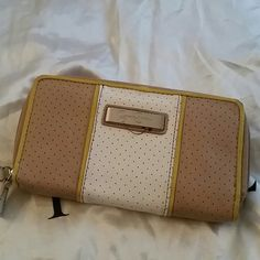 Jessica Simpson wallet Jessica Simpson  beige white lil yellow. In good condition inside and out Jessica Simpson Bags Wallets