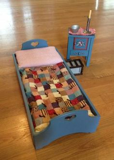 Kirsten's Bed w/ quilt, Nightstand & Nighttime Accessories Ag Dolls, Girl Dolls, Barbie Bedroom, American Girl Accessories, Ebay Auction, American Girls, Dollhouse Dolls, Collector Dolls, Doll Crafts