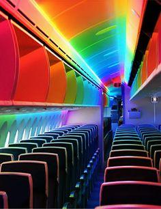 Boeing 787 interior lighting.. looks ridiculous!
