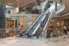 How Can Shopping Malls Leverage Beacon Analytics To Build Better Consumer Experiences. Shopping Malls, Shopping Sites, Adriana Ferreira, Pop Up, Online Shopping Websites, Fashion Essentials, Christmas Shopping, Foto E Video, Retail