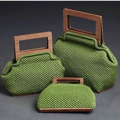 "New Cheap Bags. The location where building and construction meets style, beaded crochet is the act of using beads to decorate crocheted products. ""Crochet"" is derived fro Crochet Clutch, Crochet Handbags, Crochet Purses, Crochet Bags, Crochet Shell Stitch, Bead Crochet, Crochet Pattern, Crochet Design, Wooden Bag"