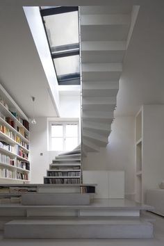 Professionals in staircase design, construction and stairs installation. In addition EeStairs offers design services on stairs and balustrades.Check out our work >> Staircase Bookshelf, Book Stairs, Bookshelf Design, House Stairs, Staircase Design, Stair Shelves, Stair Design, Loft Design, Design Case