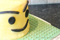 How to make a Lego minifigure cake. Great tutorial!