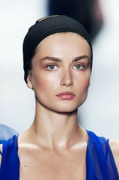 Le maquillage de la semaine: les joues ensoleillées de Vera Wang | Elle Québec