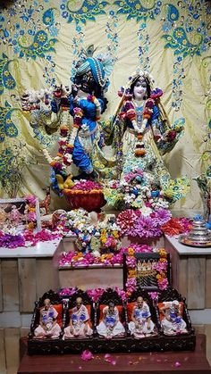 9 Apr 2018 - शर शर रध मधव शगर आरत दरशन  Prabhupada wisdom   There was nothing comparable to the bodily features of Lord Krishna when he was present in this world. The most beautiful object in the material world may be compared to the blue lotus flower or the full moon in the sky but even the lotus flower and the moon were defeated by the beauty of the bodily features of Lord Krishna.  Srimad Bhagavatam 3.2.13 purport    #krishna #devotion #love