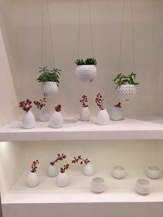 Vasos pendentes, mini vasos e porta velas em porcelana
