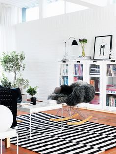 This is so stinkin' happy looking. A home in Sweden.  Photo by Peter Carlsson for Hus & Hem.