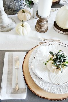 Tips and tricks for creating a fall tablescape using beautiful fall elements. #fall #autumn #stonegable #fall table #tablescape #falltablescape #pumpkins #fallleaves #dining #acorns #decorating ideas #fall flowers #tablesetting