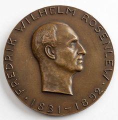 Kauppaneuvos Wilhelm Rosenlew (1831–1892) perusti yhtiökumppaneidensa kanssa merkittävän suomalaisen teollisuusyrityksen, W. Rosenlew & Co:n, jonka perustana olivat menestyvät höyrysahat. Yritys toimi tukku- ja vähittäiskaupan, sahateollisuuden ja laivanvarustuksen alalla. (Lähde: http://www.kansallisbiografia.fi/talousvaikuttajat/?iid=152)
