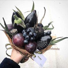 """-Какой у тебя цветотип? - Петербургская весна 👌 😅как-то так примерно 🤘 Букет на фото - """"самый чёрный"""", цветотип - красноярская зима 🌚 Цена…"""