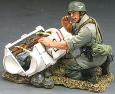World War II German Army FJ003-07 Fallschirmjager Weapons Container - Made by King & Country Military Miniatures and Models. Factory made, hand assembled, painted and boxed in a padded decorative box. Excellent gift for the enthusiast.