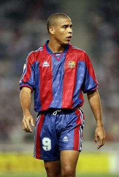 Ronaldo Luiz Nazario de Lima in Barcelona FC - Spain Football Icon, Best Football Players, Football Is Life, World Football, Sport Football, Soccer Players, Football Shirts, College Football, Barcelona Futbol Club