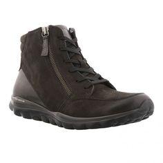 Rollingsoft kort snørre støvle i sort oil nubuk med lynlås i begge sider og glitter pynt bagpå. Super komfortable mørk rollingsoft sål og udtagelig indersål. Kile 2 cm.