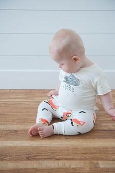 Super soft hipster foxes leggings made out of top quality cotton. They feature a reversible bottom cuff to adjust the length if needed. Material: 95% cotton 5% spandex for a cozy fit. Light weight. Background color: Ivory. Care: Hand wash … Continued