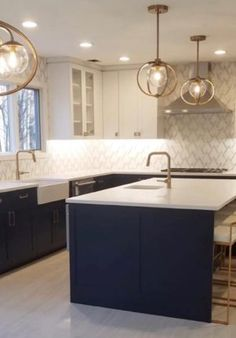 Our decorative ideas for the renovation of the kitchen buffet - HomeDBS Blue Kitchen Cabinets, Kitchen Buffet, Kitchen Jars, Kitchen Cabinet Styles, Kitchen Handles, Painting Kitchen Cabinets, Nail Swag, Cabinet Paint Colors, Kitchen Trends