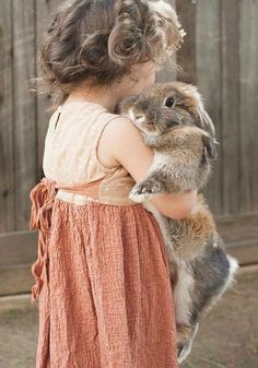 For those who are looking for a furry friend which is not just cute, but easy to have, then look no further than a pet rabbit. Animals For Kids, Baby Animals, Cute Animals, Little People, Little Girls, Kind Photo, Tier Fotos, Cute Bunny, Big Bunny