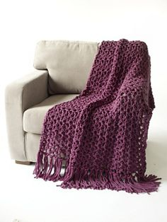 looks so cozy!- Ravelry: 5 1/2 Hour Throw (Super Bulky) pattern by Lion Brand Yarn