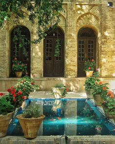 Persian Architecture, Beautiful Architecture, Iran Tourism, Iran Pictures, Beautiful Homes, Beautiful Places, Shiraz Iran, Visit Iran, Persian Garden