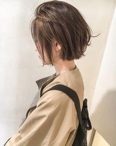 いいね!733件、コメント3件 ― 安藤圭哉 SHIMA PLUS1 stylistさん(@andokeiya)のInstagramアカウント: 「ハンサムショートボブ . 切りっぱなしだけど軽い質感が人気です✌️ . ハイライトでよりコントラストをつけて抜け感を✌️ . #shima #切りっぱなし #roku #ボブ…」