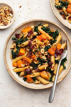 Squash and caramelised onion pasta is a delicious mid-week meal that is big on flavour and low on prep. It beautifully combines sweetness of squash (or pumkin) and tanginess of balsamic onions. Balsamic Onions, Caramelized Onions, Pasta Recipes, Dinner Recipes, Dinner Ideas, Lazy Cat Kitchen, Vegetarian Recipes, Healthy Recipes, Healthy Food