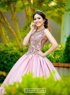 magical unified quinceanera ideas view the white paper Sweet 16 Pictures, Quince Pictures, Prom Pictures, Quinceanera Themes, Quinceanera Dresses, Prom Dresses, Debut Photoshoot, Quinceanera Photography, Prom Couples