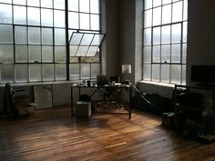I would die if I could have this kind of window light as a work space area or photo studio.....ahhhhhhh!!!❤