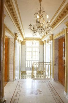 French Louis XVI palace, with Russian influences and an extravagant and sumptuous interior filled with 18thC furnishings and chandeliers from Poland, France and Russia.