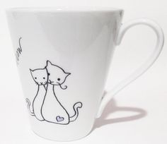 Pareja de gato en el amor, mano pintada taza de porcelana personalizados - regalo de aniversario de la taza de gato