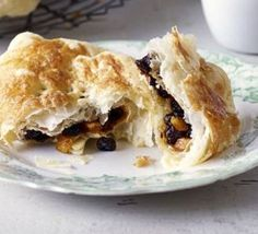 The Banbury cake reigns in the Midlands. Try this quick recipe for a teatime treat, lovely with a cup of Earl Grey, from BBC Good Food. Bbc Good Food Recipes, Quick Recipes, Cake Recipes, Vol Au Vent, Profiteroles, Strudel, Butter Puff Pastry, English Food, Pastries