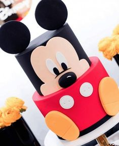 Mickey Mouse Food Ideas + Minnie Mouse Desserts - - Delicious and adorable Minnie and Mickey Mouse food ideas! Throwing a Mickey Mouse party? Here are Mickey Mouse cake ideas & Minnie Mouse treats! Mickey Birthday Cakes, Mickey Mouse Birthday Decorations, Mickey 1st Birthdays, Mickey Mouse First Birthday, Theme Mickey, Mickey Mouse Clubhouse Birthday Party, Mickey Cakes, Mickey Mouse Parties, Birthday Bash