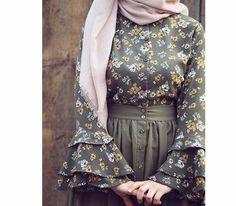 Wanna wear these types of dresses Abaya Fashion, Muslim Fashion, Modest Fashion, Skirt Fashion, Fashion Outfits, Fashion Muslimah, Hijab Style Dress, Hijab Chic, Hijab Evening Dress