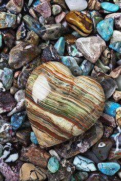 """love on the rocks "" I  heart you"