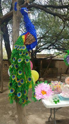 Piñata pavo real. Técnica papel maché