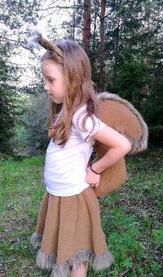 Eine braune Eichhörnchen-Mädchen-Kostüm aus weichem Fleece gefertigt und besteht aus Rock mit Schwanz und Ohren Stirnband. In Parteien und Aktivitäten für Erwachsene und Kinder, Carnevals nützlich sein können. Sie können nur Schwanz oder Ohren Haarreif oder nur Rock bestellen, weil alle