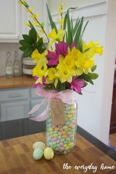 Mason Jar Easter Centerpiece - The Everyday Home Easter Crafts, Holiday Crafts, Crafts For Kids, Diy Crafts, Easter Decor, Easter Ideas, Spring Crafts, Easter Holidays, Kids Christmas
