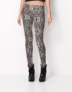 Bershka Malta online fashion for women and men - Buy the lastest trends Printed Leggings, My Wardrobe, Spring Summer, My Style, Lebanon, Pants, Clothes, Portugal, Fashion