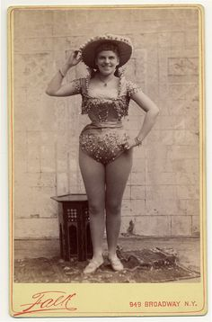 Exotic Dancers, 1890s (Love the curves)