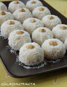 gülay mutfakta: İrmikli Toplar Serbian Recipes, Turkish Recipes, Greek Desserts, Mini Cheesecakes, Biscuit Cookies, Frozen Yogurt, Biscuits, Granola, Food To Make
