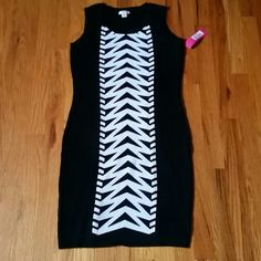 ●Zipper pattern sweater dress● FORM fitting sweater dress with zipperlike pattern in the middle. Very sexy and flattering black and white dress...Match it with coat and boots, then you're ready to party ;-)  78% acrylic 22% polyester  BRAND NEW○Tag attached○ Xhilaration Dresses