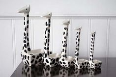 Giraffe Measuring Spoons via blackwhitebliss: Ridiculously cute and functional, stacking ceramic measuring spoons offered by Anthro a few years back. No longer available I guess : (  #Giraffe #Measuring_Spoons #blackwhitebliss #Anthropologie
