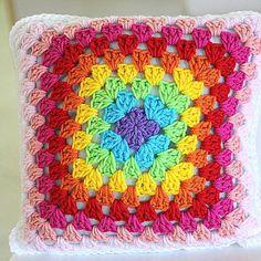 Lovey almohadilla arco iris colorido cojín ganchillo del por ooty