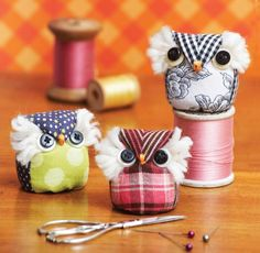"""superslyskillzmcfly: """" motleycraft-o-rama: """" Free, Printable, Full-sized Template for this Owl Pincushion from Quilt Magazine """" These are adorable! Fabric Crafts, Sewing Crafts, Owl Crafts, Wise Owl, Creation Couture, Sewing Accessories, Sewing Projects For Beginners, Sewing Notions, Softies"""