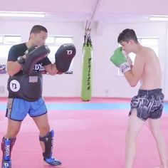 Martial Arts Muay Thai Technique: Catch to Jumping Kick Muay Thai Techniques, Boxing Techniques, Fight Techniques, Self Defense Techniques, Kickboxing Workout, Gym Workout Tips, Workout Videos, Mixed Martial Arts Training, Martial Arts Workout