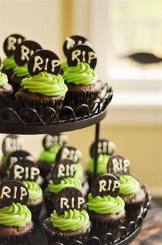 Cupcakes de tumbas hechas con Oreo :: Tombstone Oreo Cookie Cupcakes