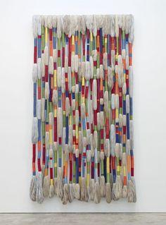 Sheila Hicks at Sikkema Jenkins (Contemporary Art Daily) Textile Fiber Art, Textile Artists, Weaving Art, Tapestry Weaving, Sheila Hicks, Contemporary Art Daily, Diy Décoration, String Art, Fabric Art